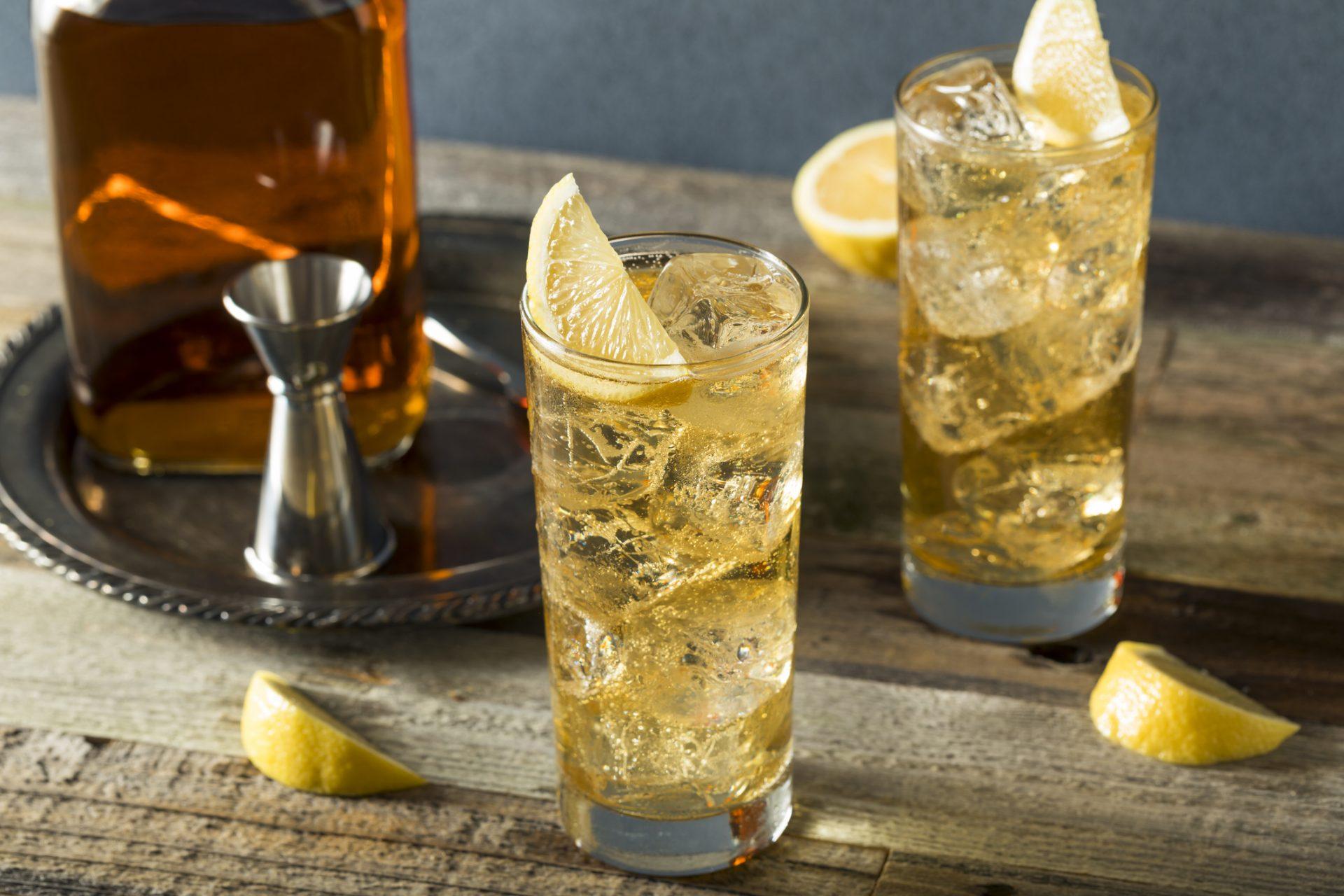 Beber whisky en combinado